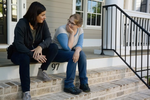 tara-and-dr-denise-talk-in-the-walking-dead-season-6-episode-5