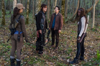 rosita-glenn-and-michonne-find-daryl-in-the-walking-dead-season-6-episode-15