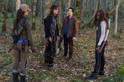 rosita-glenn-and-michonne-find-daryl-in-the-walking-dead-season-6-episode-15