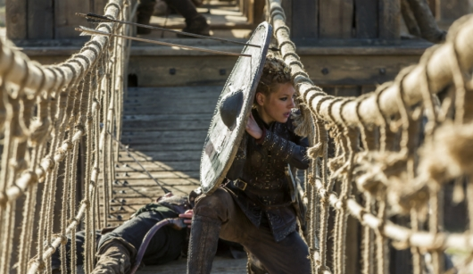 historys-vikings-season-4-part-2-episode-19-on-the-eve-lagertha-with-shield-on-a-bridge